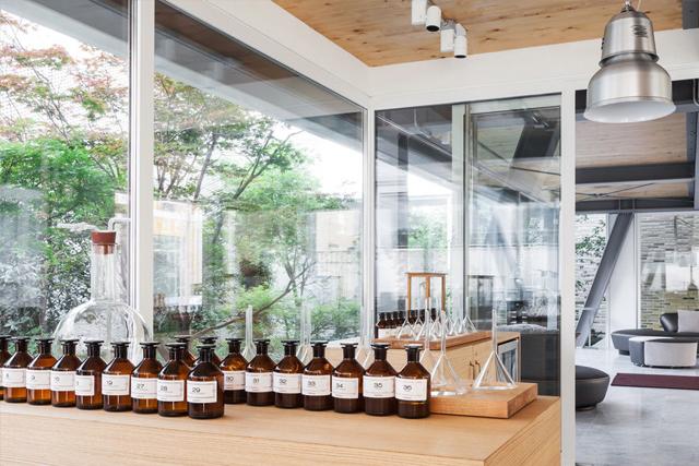 2-otel-s-parfyumernoy-laboratoriey-ot-roberto-marton - копия