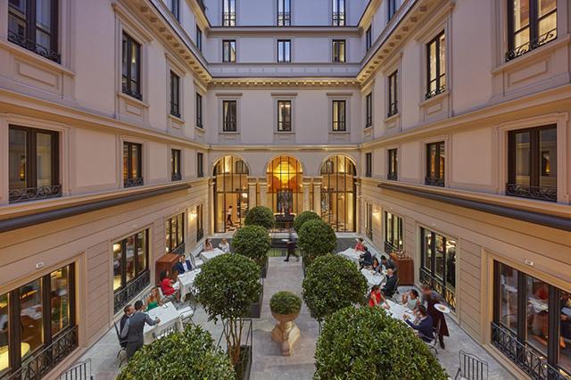The-Courtyard-at-Mandarin-Oriental-Milan-1024x682