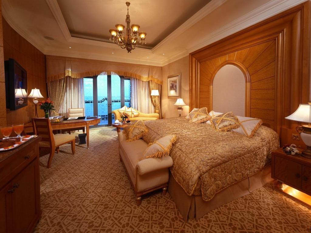 Один из номеров Emirates Palace