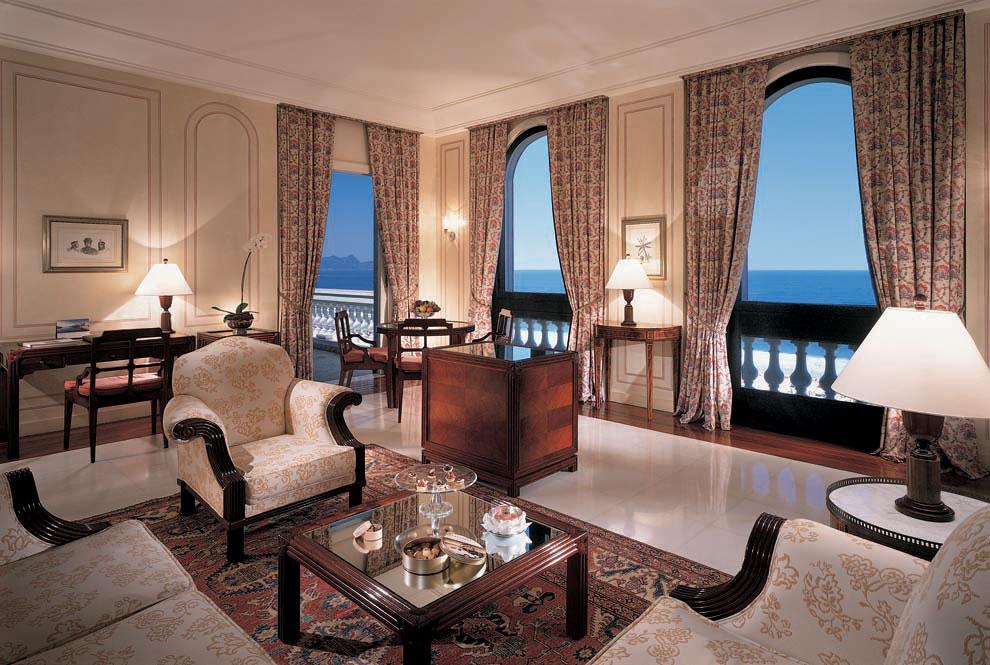 Внутри отеля Copacabana Palace