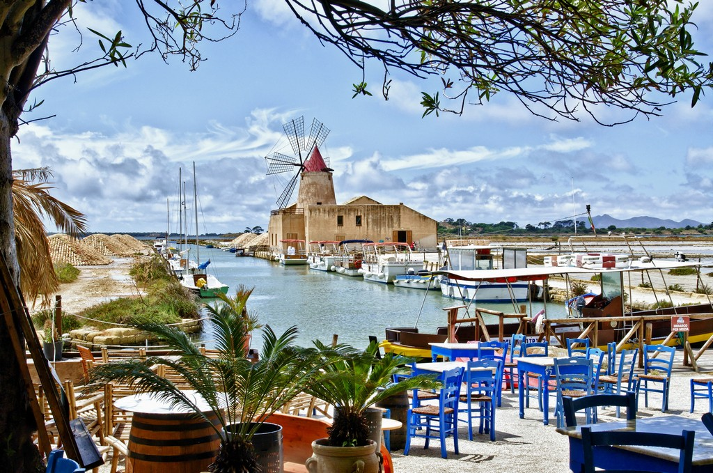 Italy_Cafe_on_the_beach_on_the_island_of_Sicily__Italy