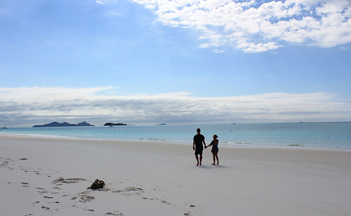 34F8A9A000000578-3627273-The_couple_spent_an_afternoon_at_Whitehaven_Beach_which_Hemswort-a-69_1465216555005