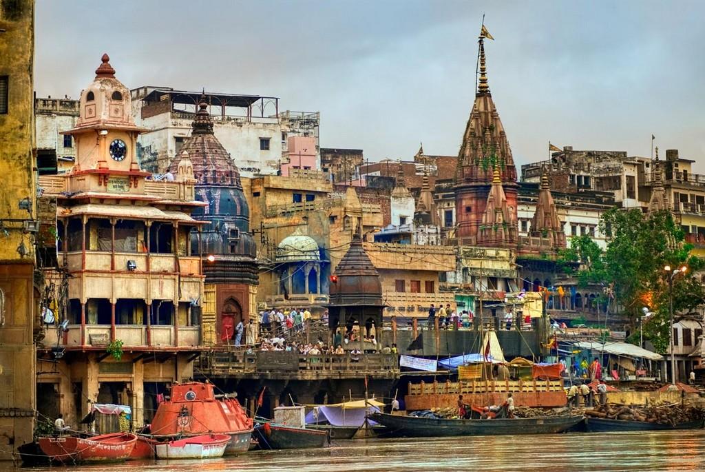 Маникарника-гхат_—_ритуальная_набережная_в_священном_городе_Варанаси,_Индия