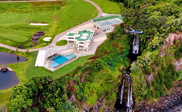 36D79D6100000578-3722119-Quite_a_crash_pad_The_residence_is_perched_above_two_waterfalls_-a-80_1470250710629