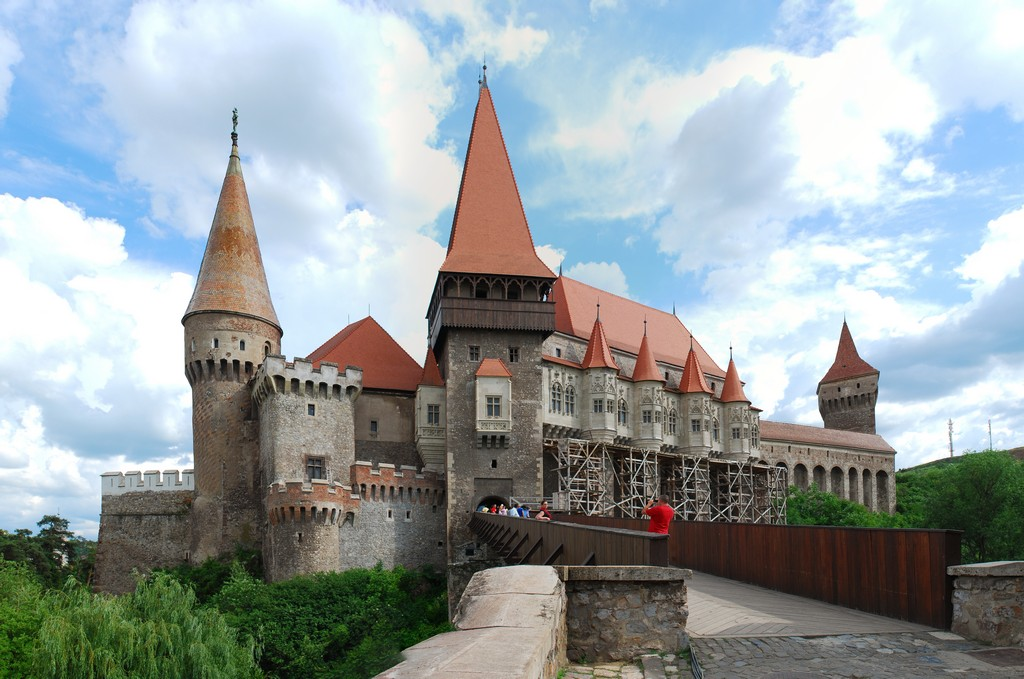 RO_HD_Hunedoara_castle_panorama_2