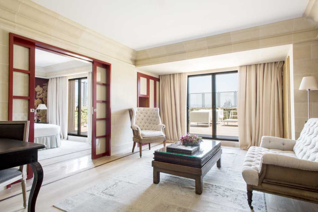 majestic-royal-penthouse-living-room-sagrada-familia-2