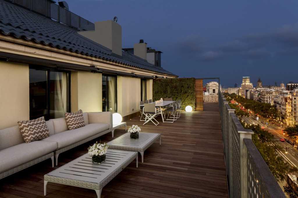 majestic-royal-penthouse-terrace-by-night-paseo-de-gracia-3