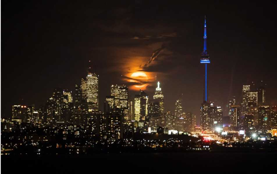 Торонто Канада суперлуние