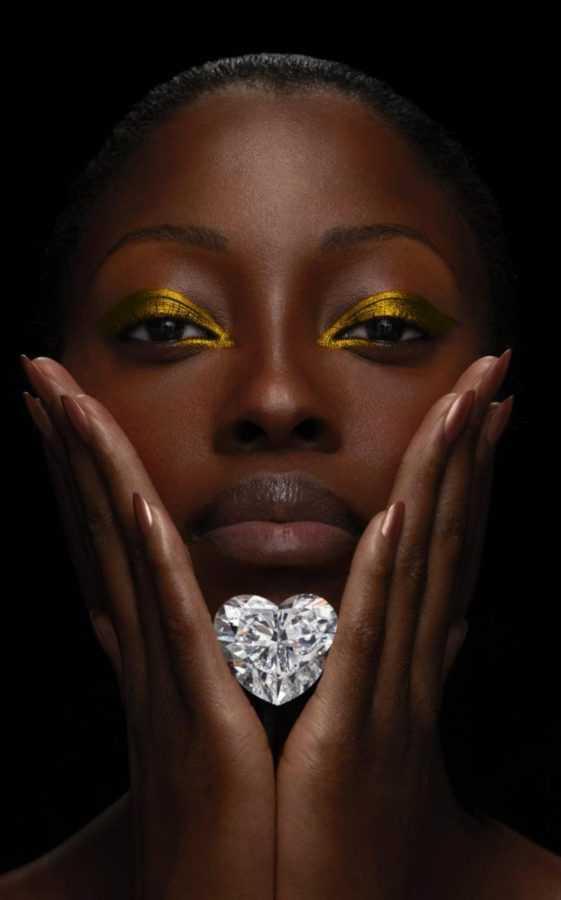graff_venus_diamond_held_by_model-xlarge_transhm8nz2lbt1qjykno-tr9uxgmxozmtrwvv-suotzdx14