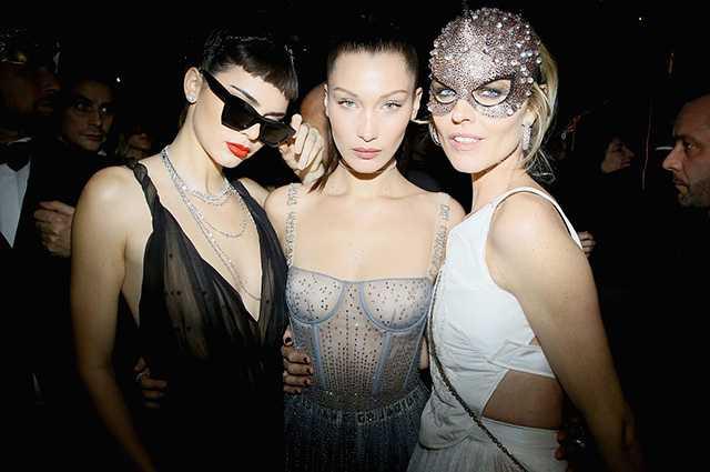 Christian Dior : Bal Masque - Paris Fashion Week - Haute Couture Spring Summer 2017