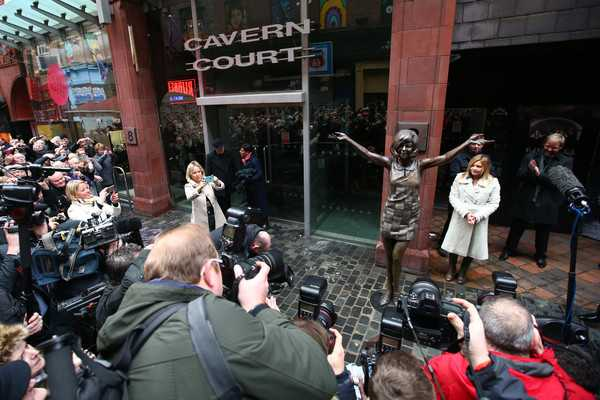Cavern+Club+Unveil+Statue+Memory+Cilla+Black+QrkqeZde85Zl