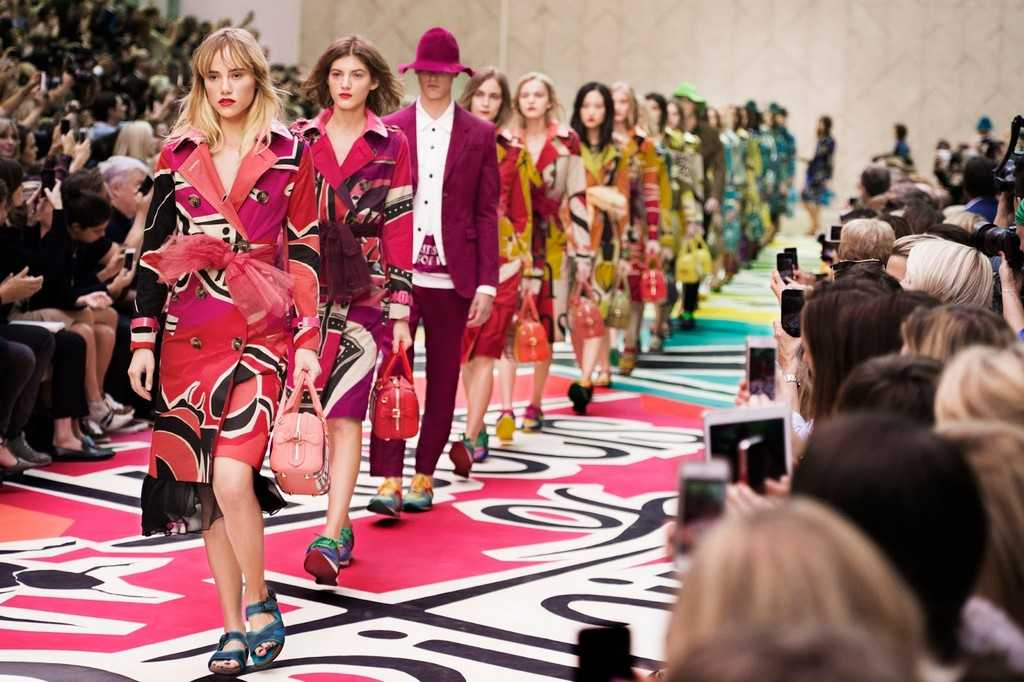 Burberry-Prorsum-Womenswear-Spring-Summer-2015-Show-Final_001