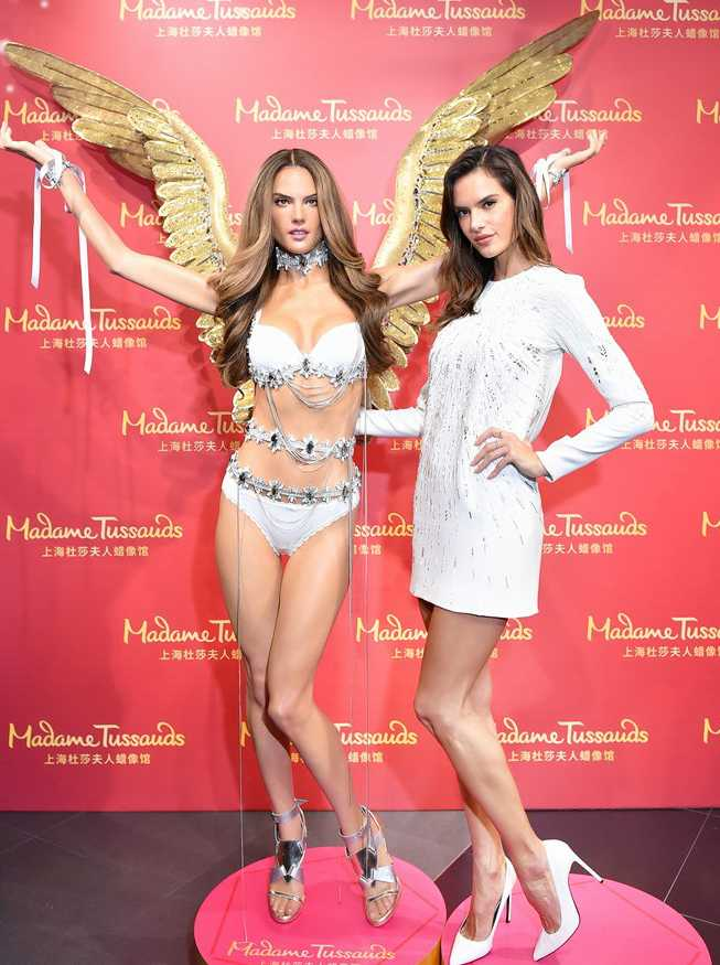 alessandra-ambrosio-unveils-her-wax-figure-in-china-01