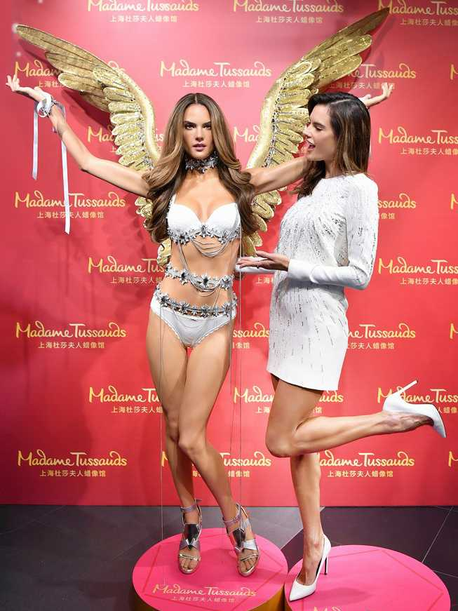 alessandra-ambrosio-unveils-her-wax-figure-in-china-05