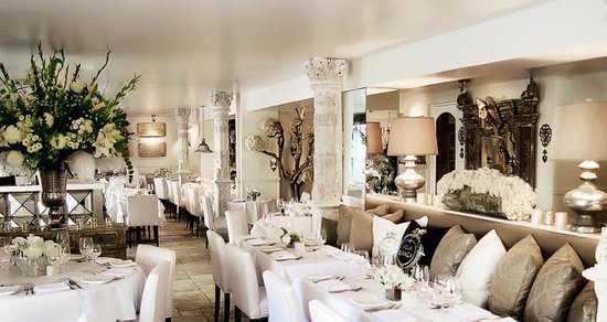 inside-villa-blanca-restaurant