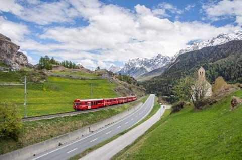 Fancy romantic train rides through the mountains and valleys ofhellip