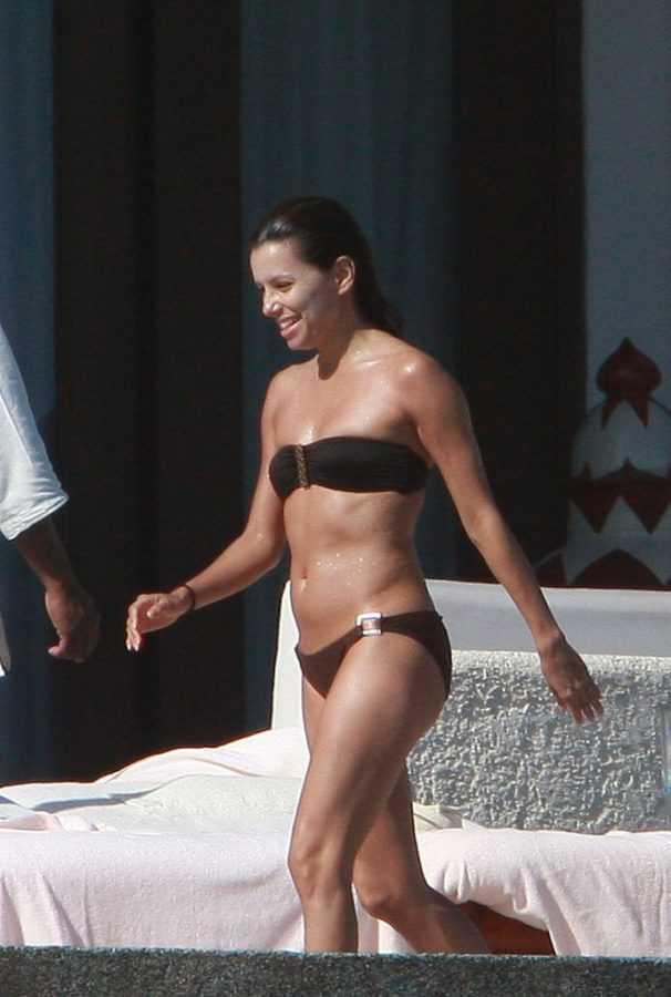 Eva-Longoria-Hottest-Bikini-Pictures (4)
