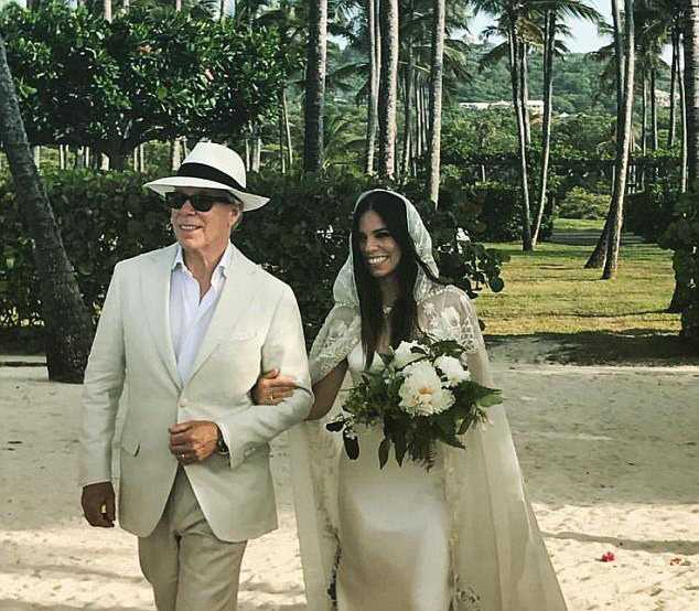41D22AEE00000578-4645432-_So_happy_Fashion_designer_Tommy_Hilfiger_walked_his_daughter_Al-a-15_1498608219693
