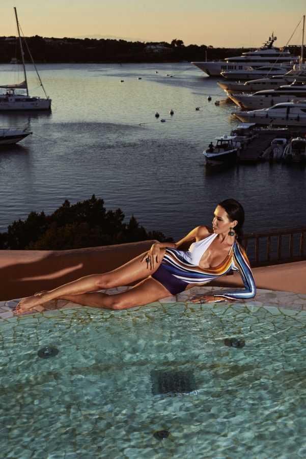 Локация: бассейн на крыше, терраса президентского номера, Cervo Hotel, Costa Smeralda Resort, Купальник Aysina, Серьги, кольца de Grisogono