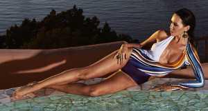 Локация: бассейн на крыше, терраса президентского номера, Cervo Hotel, Costa Smeralda Resort Купальник Aysina Серьги, кольца de Grisogono