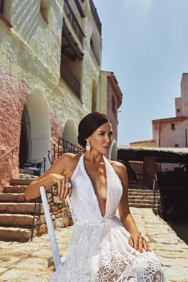 Локация: Hotel Cala di Volpe, a Luxury Collection Hotel, Платье Ermanno Scervino Серьги, кольцо de Grisogono