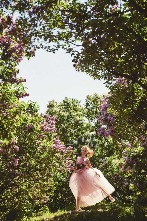 Топ Christopher Kane, юбка Natasha Zinko (Helen Marlen Mandarin), балетки Chanel