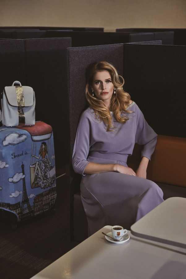 Платье Alexander Terekhov (Symbol) Серьги Chanel Чехол для чемоданов Travel is... Рюкзак Vikele Studio / vikele.com