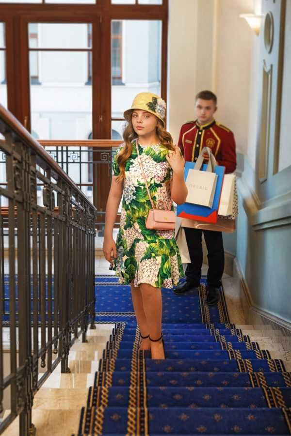 На Злате – шляпка, платье, сумочка Dolce&Gabbana; туфли YSL. Локация: лестница Premier Palace Hotel