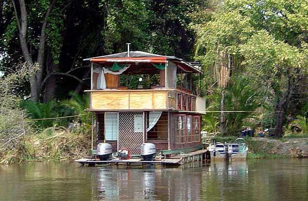 Домик на реке Окаванго, где часто останавливается принц Гарри