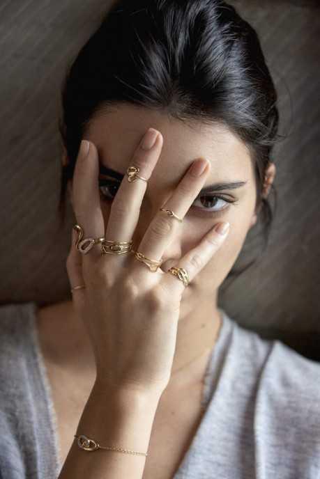 Kendall-Jenner-for-IPPOLITA-Ring-Selfie-459x688