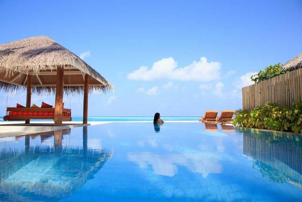 Sun-Aqua-Vilu-Reef-Deluxe-Beach-Villa-Pool-12