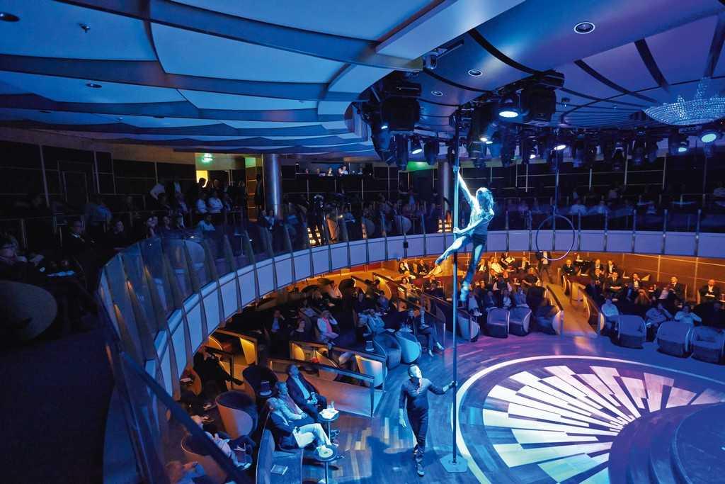 Выступление артистов на MS Europa 2