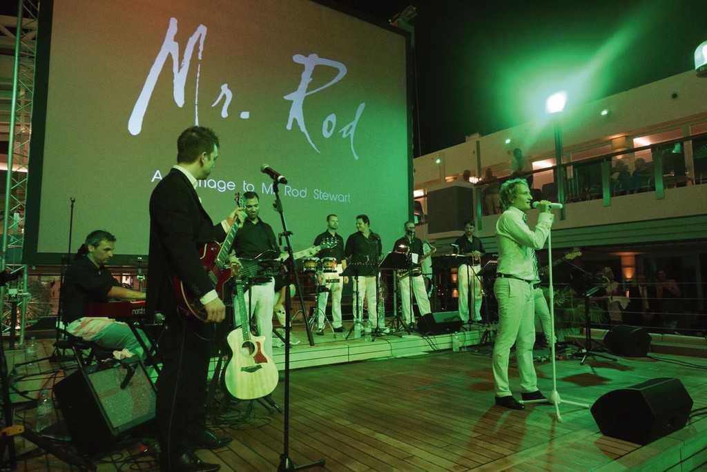 Выступление артистов на MS Europa 2, Pool party