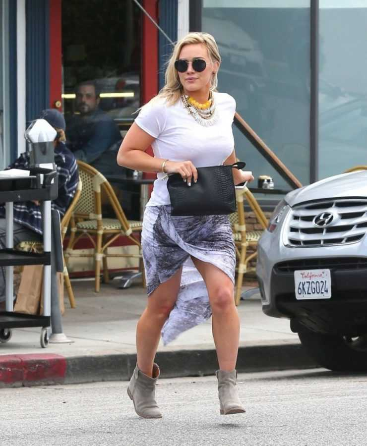 hilary-duff-casual-style-at-la-conversation-cafe-in-west-hollywood-april-2014_3