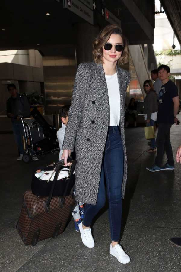 miranda-kerr-seriously-has-the-best-airport-outfit-formula-1831810-1468027227.640x0c
