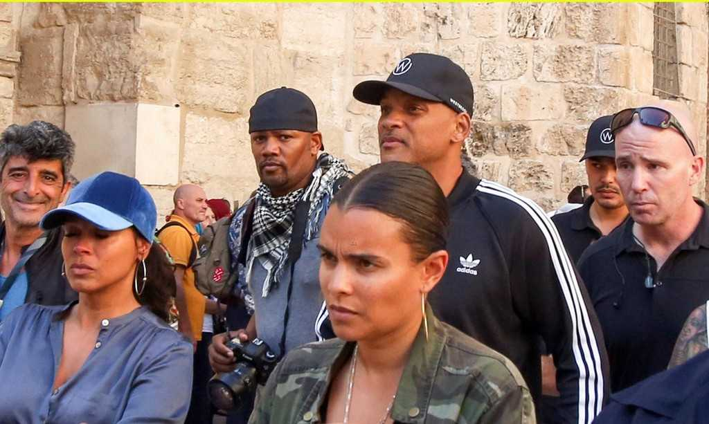 will-smith-visits-holy-site-in-jerusalem-during-break-from-aladdin-filming-04