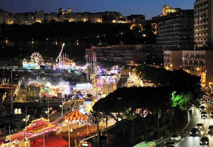 Рождественская ярмарка в порту Монако