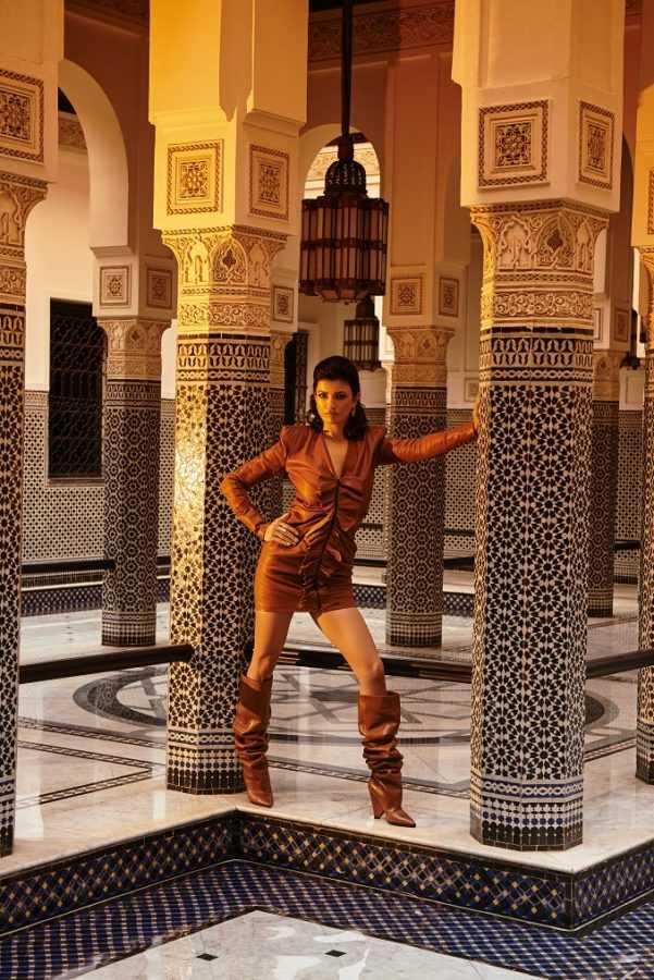 Платье и ботфорты Saint Laurent, бутик Saint Laurent, La Mamounia, Marrakech Серьги и кольцо BVLGARI Intarsio Локация: La Mamounia, Marrakech