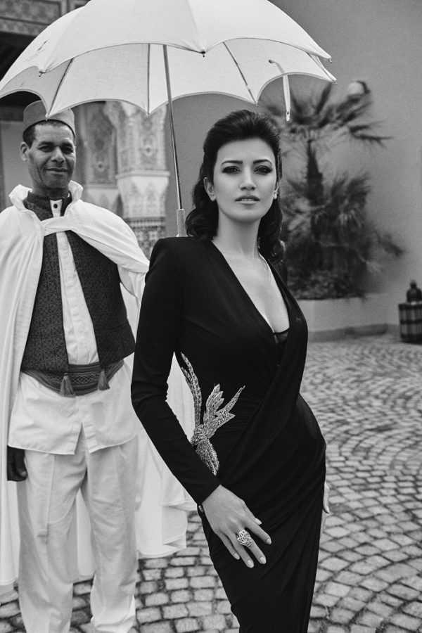 Платье Balmain, Studio 14 boutique, La Mamounia, Marrakech Кольцо Cartier Panthère Локация: La Mamounia, Marrakech