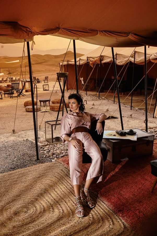 Комбинезон и пояс Theo Сандалии Valentino Часы Rolex Oyster Браслеты Cartier Love Локация: Scarabeo Camp, пустыня возле Марракеша
