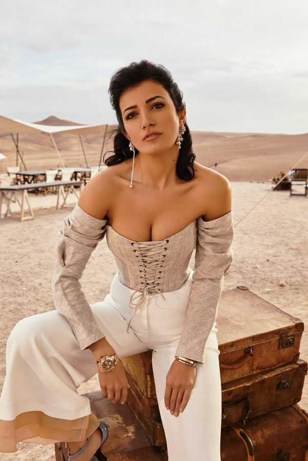 Корсет Flow The Label, брюки Katerina Rutman, босоножки Aysina, серьги Obrani, часы Rolex Oyster, браслеты Cartier Love Локация: Scarabeo Camp, пустыня возле Марракеша
