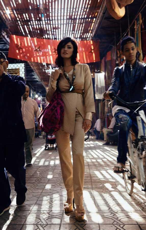 Костюм Aysina Блуза Flow The Label Босоножки Roberto Cavalli Аксессуары и сумка Be in Touch La Mamounia Локация: рынок в Медине, Марракеш, Марокко