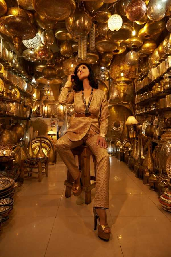 Костюм Aysina Блуза Flow The Label Босоножки Roberto Cavalli Колье и пояс Be in Touch La Mamounia Локация: рынок в Медине, Марракеш, Марокко