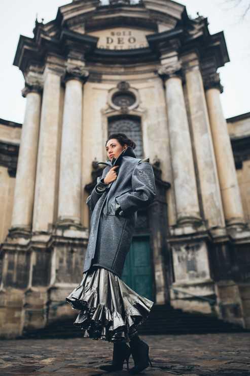 ДОМИНИКАНСКИЙ СОБОР Пальто THEO Пиджак THEO Платье THEO Сапоги Balenciaga