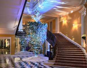 claridges-christmas-tree-2017-designed-by-karl-lagerfeld