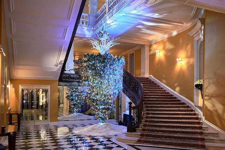 claridges-christmas-tree-2017-designed-by-karl-lagerfeld-mayfair