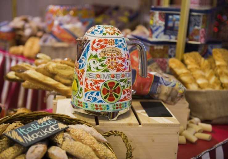 Italian Christmas Market в Harrods.