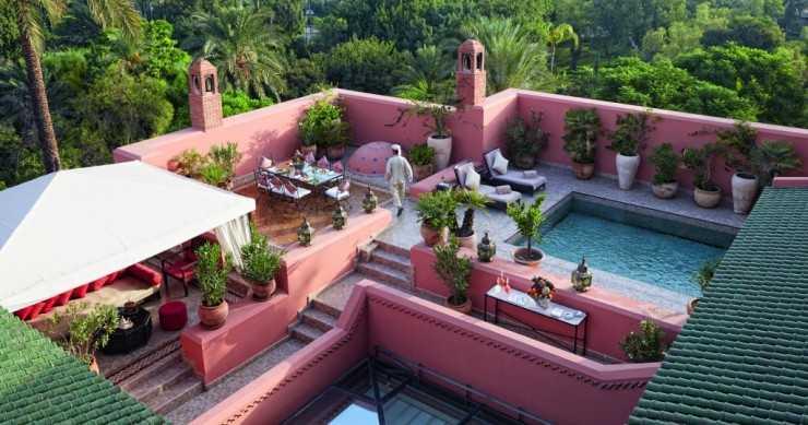 Терраса с бассейном на крыше риады