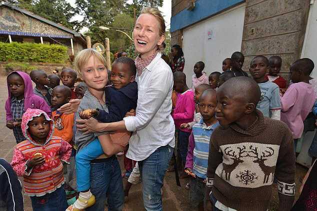 481F52B300000578-5267321-Nyumbani_Children_s_Home_Naomi_and_her_son_looked_overjoyed_to_b-a-1_1515912238593
