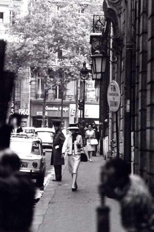 Габриэль идет по улице Камбон. Фото: Дуглас Киркланд